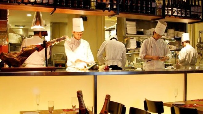 ネオ・スナッパーカルナヴァルのオープンキッチンイメージ