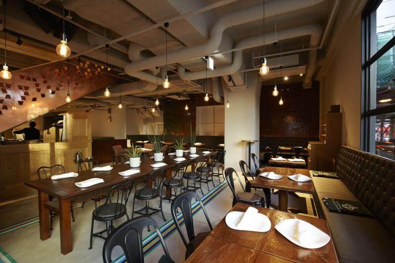 TORO TOKYOのテーブル写真