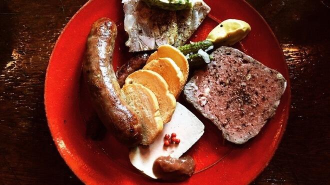 VAPEURの肉料理写真