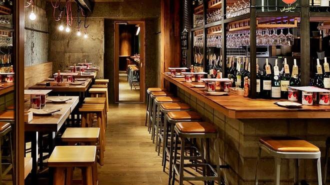 ワインの酒場。ディプント銀座7丁目店のテーブル写真