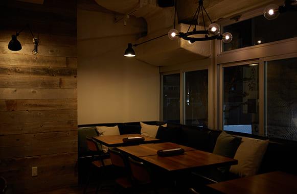 筋肉食堂銀座コリドー街店のソファー写真
