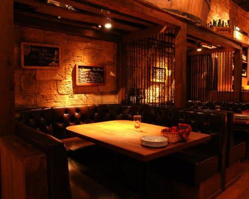ワインホールグラマー銀座のテーブル写真