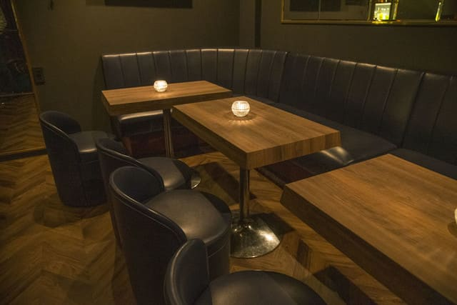 bar departのテーブル写真