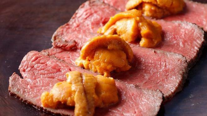 銀座 肉料理 KOJIRO(小次郎)の肉とウニ写真