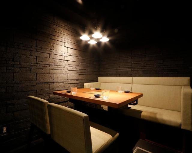 銀座 肉料理 KOJIRO(小次郎)のテーブル写真