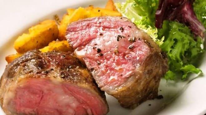 しぇりークラブの肉料理写真