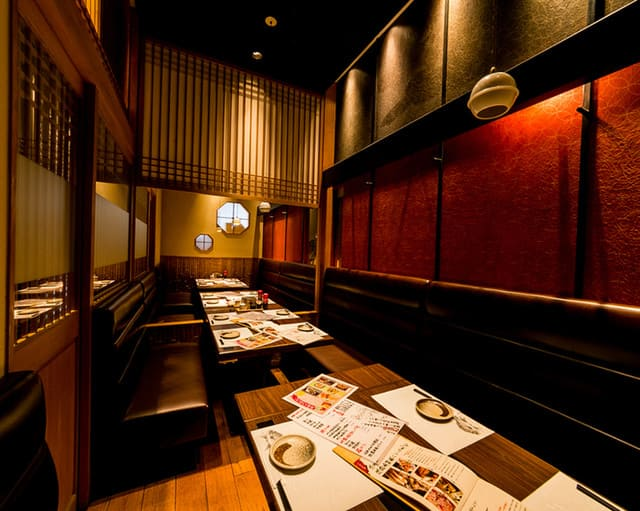 淡路島と喰らえ 銀座コリドー店のソファー写真