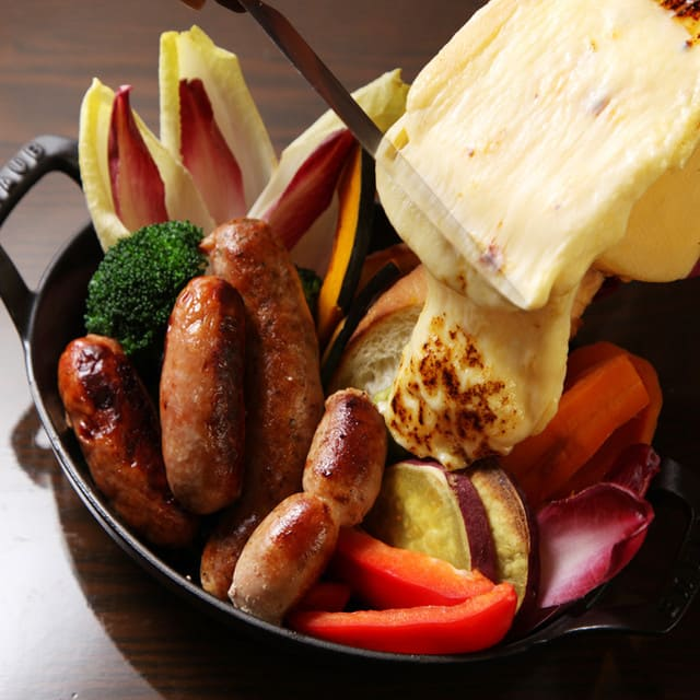 トラットリア&バールバルレッタ銀座7丁目店のラクレットチーズ写真