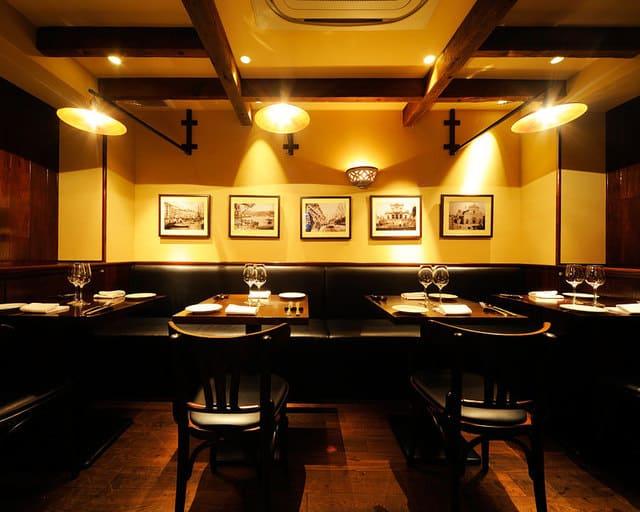 カンティーナ シチリアーナのテーブル写真