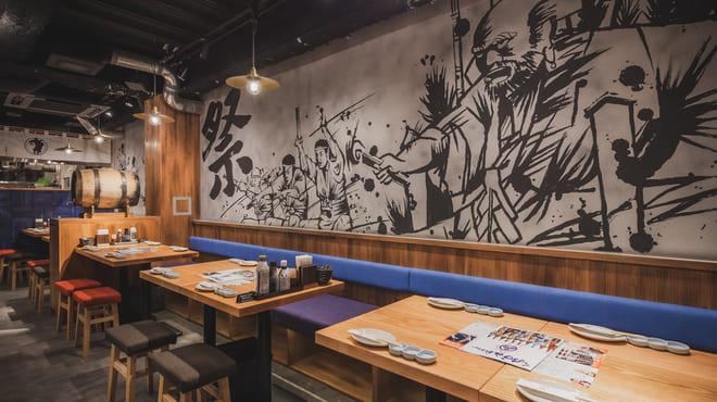 九州の旨かもん 旨か酒 くすお 銀座裏コリドー店のテーブル写真