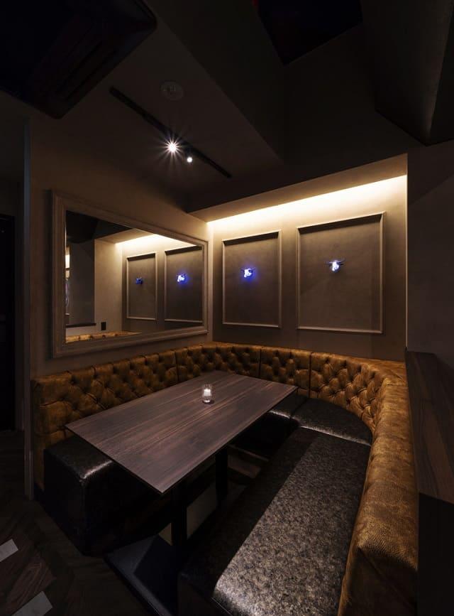 RB BAR2 銀座外堀通りのボックスソファー席写真